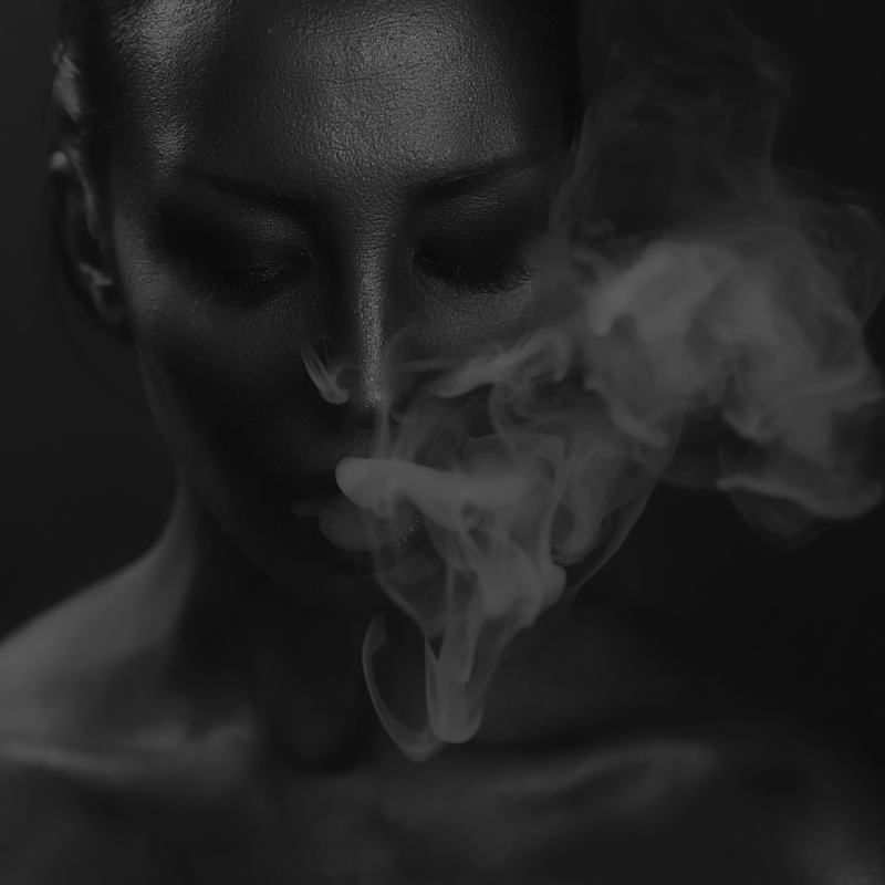 SMOKE-GIRL-GREY